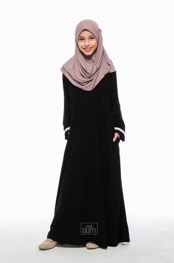 Elmeira Flare Jubah in Black