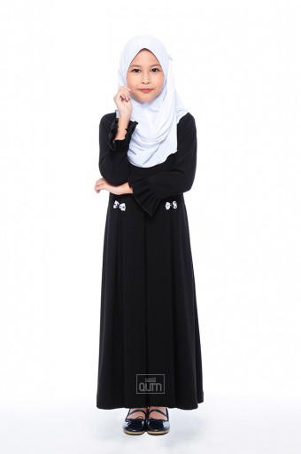 Elmeira Pleated Jubah in Black