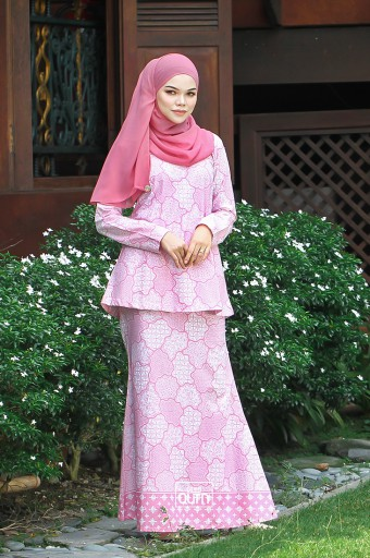 MALAIQA Kurung in Honey Pink