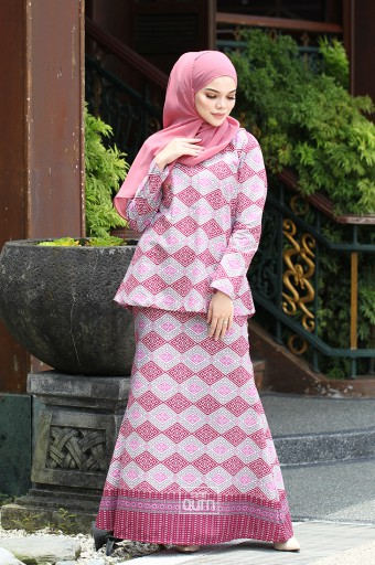 MALAIQA Kurung in Raisin Purple