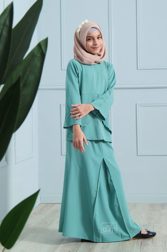 Arianna Kurung in Tiffany Green