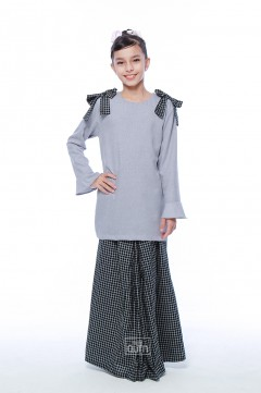 Haneez Kurung in Sable Black
